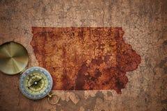 Översikt av den iowa staten på ett gammalt tappningsprickapapper Arkivbilder