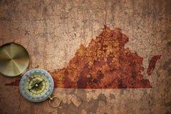 Översikt av den virginia staten på ett gammalt tappningsprickapapper Arkivfoton