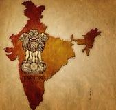 Översikt av Indien med vapenskölden Royaltyfri Foto