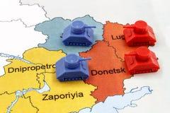 Översikt av kriget i Ukraina med behållare Arkivfoton