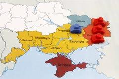 Översikt av kriget i Ukraina med numerisk överlägsenhet av ryska behållare Royaltyfri Bild