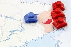 Översikt av kriget i Ukraina med numerisk överlägsenhet av ryska behållare Royaltyfria Bilder