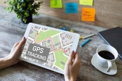 Översikt för spårning GPS för globalt positioneringsystem på apparatskärmen royaltyfri foto