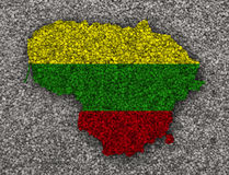 Översikt och flagga av Litauen på vallmofrön Arkivfoton
