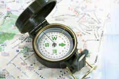 Översikt och kompass Arkivbild
