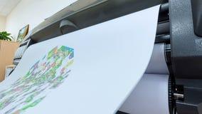 Översikter för stad för stora plottartryck färgrika i regeringsställning stock video