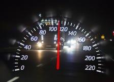 Överskotts av hastighet på natthuvudvägen royaltyfria foton