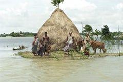 Översvämma i deltan Bangladesh, klimatförändringar arkivfoton