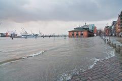 Översvämma som orsakas av stormen Xaver  Arkivbild