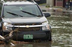 översvämmad bil Royaltyfria Bilder