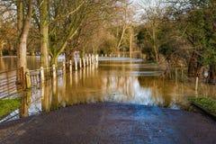 Översvämmad engelsk landsväg Arkivfoton