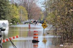 Översvämmad gata i St Joseph du Gummilacka, Quebec arkivbild