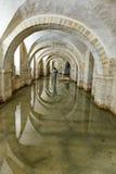 Översvämmad krypta av den Winchester domkyrkan, UK Royaltyfri Bild