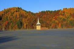 Översvämmad kyrka i Rosia Montana Royaltyfri Foto