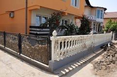 Översvämmad stad från Bosnien och Hercegovina Maglaj stad arkivbilder