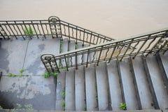 Översvämmad trappuppgång på stranden i Prague Arkivbild
