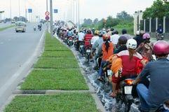 Översvämmad väg, högvatten, moped, stad Fotografering för Bildbyråer