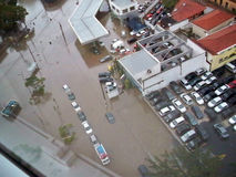 översvämmade gator arkivfoto