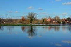 Översvämmat fält och flodprov, Romsey, Hampshire Arkivfoton