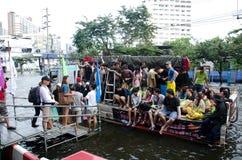 översvämmat folkgatatrans. Royaltyfri Foto