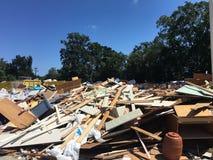 Översvämmat skolaskräp efter rengöring arkivfoto