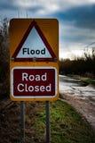 Översvämmat stängt tecken för väg Royaltyfri Fotografi