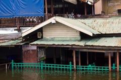 översvämningshus royaltyfri foto