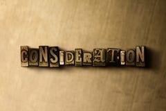 ÖVERVÄGANDE - närbild av det typsatta ordet för grungy tappning på metallbakgrunden stock illustrationer