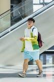 Överviktig ung man i den Livat shoppinggallerian, Peking, Kina Royaltyfri Fotografi