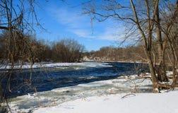 Övervintra dagen för ` s på den Farmington floden Arkivfoton