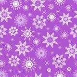 Övervintra den sömlösa modellen av gulliga vita snöflingor på violett bakgrund Kan använda för vinterferier, design för jul och f Stock Illustrationer