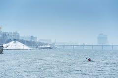 Övervintra kayaking på floden i Ukraina 13 Royaltyfri Foto