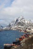 Övervintra landskapet av liten fiskeport Reine på Lofoten öar, arkivbilder