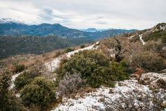 Övervintra landskapet i bergen nära Vassa, Grekland royaltyfria bilder