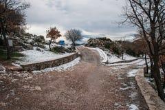 Övervintra landskapet i bergen nära Vassa, Grekland royaltyfri bild