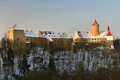 Övervintra landskapet med en härlig gotisk slott Veveri Brno stad - Tjeckien - Centraleuropa arkivfoto