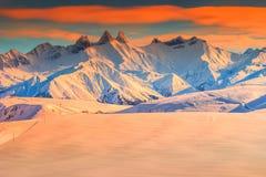 Övervintra landskapet och den fantastiska solnedgången, La Toussuire, Frankrike, Europa Arkivfoto
