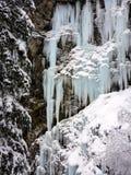 Övervintra is och snöa underland i lös natur i fjällängarna Arkivfoto
