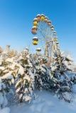 Övervintra panorama av den övergav pariserhjulen, Pervouralsk, Ryssland Arkivbilder