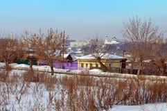 Övervintra sikten av den gamla mitten av staden Kamensk-Uralsky Ryssland Arkivbild