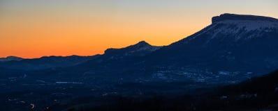 Övervintra solnedgången på Céuze och Céuzette berg, fjällängar, Frankrike Royaltyfri Foto