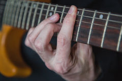 Övning, i att spela gitarren Royaltyfri Fotografi