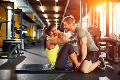 Övningar för buk- muskler royaltyfria foton