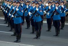 Övningen av den serbiska armén skydd enheten Royaltyfri Foto