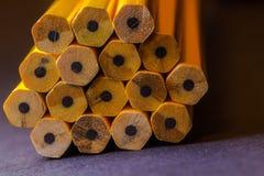 Övre bild för slut av nya gula blyertspennor Fotografering för Bildbyråer
