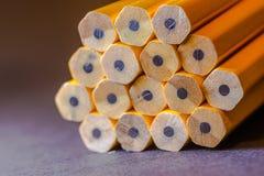 Övre bild för slut av nya gula blyertspennor Royaltyfria Foton
