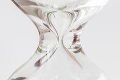 Övre kroppform för av timglaset eller sandglass på vit backgroun Arkivfoto