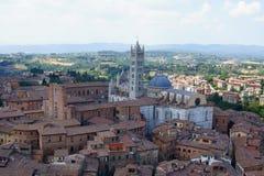 Övre sikt av domkyrkan av Siena Arkivfoton