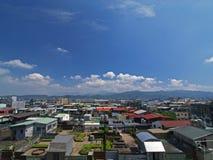 Övre sikt av en fullsatt stad i Asien Arkivbilder