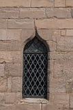 Övre sikt för enkelt medeltida för slottmålat glassfönster för detalj Royaltyfri Foto